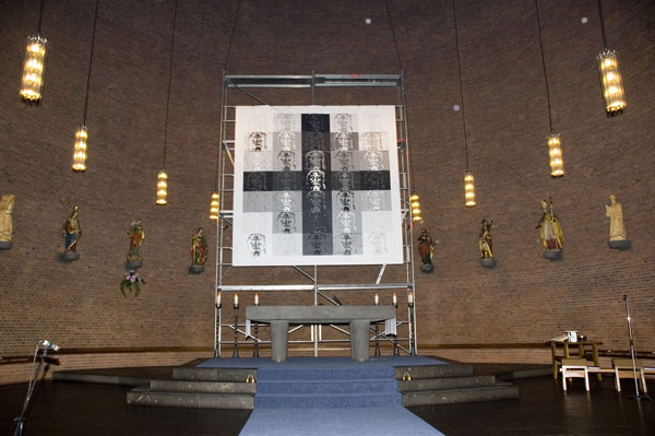 rei-installation-ueberkreuz